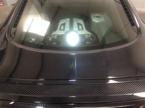 AUDI R8 - PHOTO OF TAILGATE, LEFT HAND SIDE MACHINE POLISHED, RIGHT HAND SIDE NOT.