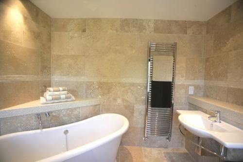 Md plumbing bathrooms kitchens derby bathroom for Bathroom design derby