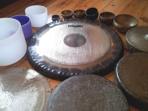 Group sound healing Gongs and singing bowls