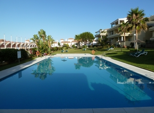 2bed/bath Spanish Apartment to rent Cabopino Marbella Spain. Pool and Communal Gardens