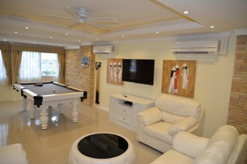 Rungfa Condominium Luxury 2 Bed, 3 Bathroom Penthouse 146 SQ M