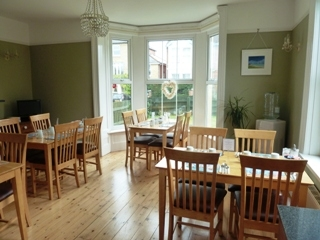 Sunny breakfast room - We serve lots of local produce!