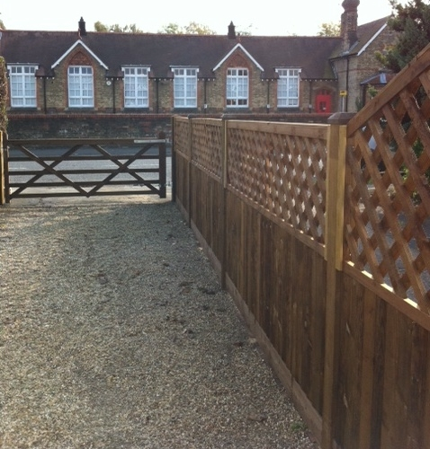 Denham Village Close Boarded Fencing Diamond Trellis 5