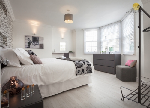 Central Brighton Seafront Apartment with parking