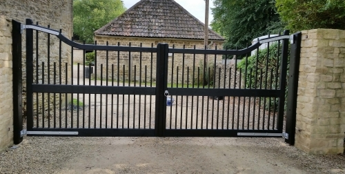 Drop Top Spindle Wooden Gates - Stained Black