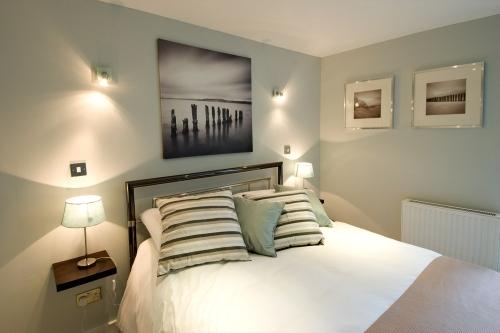 Cumberland Mews master bedroom