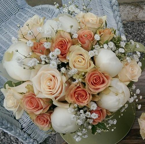 Peach and Apricot Brides Bouquet