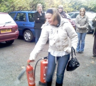 Using a CO2 extinguisher - with handbag..