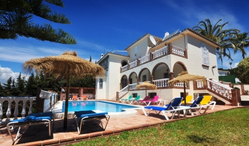 Villa Casa Paseros is a beautiful 11 bed villa sleeping 28 in Fuengirola on the Costa del Sol of Spain. Rent from £2995 per week!
